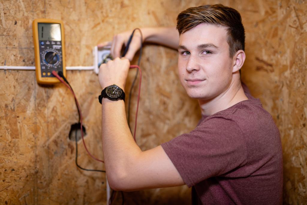 El- och energiprogrammet är en spännande utbildning som lägger grunden för en utvecklande karriär. Här kan du både få en utbildning som leder till arbete samtidigt som du kan bli behörig för högskolestudier.